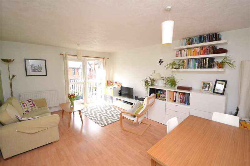 2 Bedrooms Apartment Flat for sale in Springfield Close, London, N12