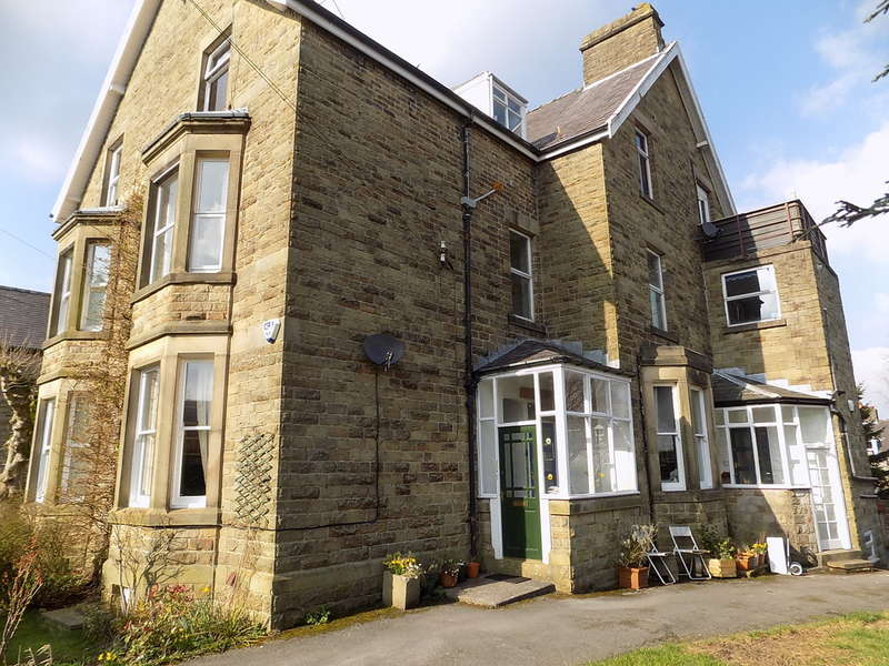 3 Bedrooms Flat for sale in Compton Road, Buxton