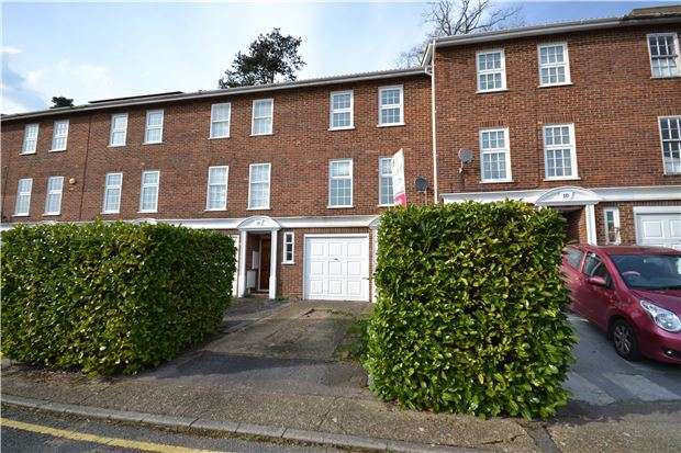 3 Bedrooms Town House for sale in Furze Close, REDHILL, RH1 1DN