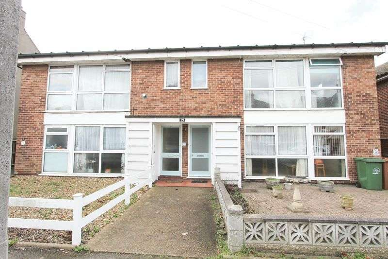 2 Bedrooms Flat for sale in Hampton Road, Worcester Park