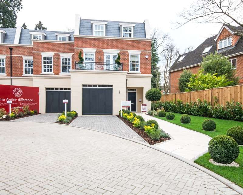 4 Bedrooms End Of Terrace House for sale in Weybridge