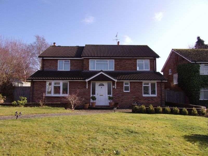 5 Bedrooms Detached House for sale in Brambling Road, Horsham
