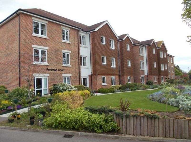1 Bedroom Flat for sale in Portman Court : ** PRESENTED IN EXCELLENT CONDITION & INCLUDES CARPETS/CURTAINS/LIGHT FITTINGS **