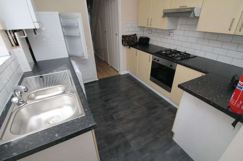 4 Bedrooms Terraced House for rent in British Road, Bedminster, Bristol