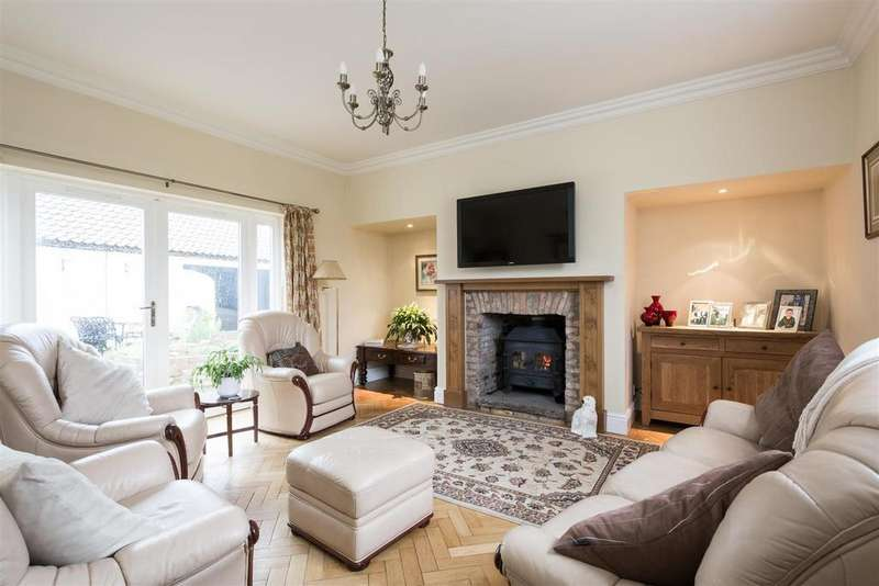 4 Bedrooms Detached House for sale in The Green, Barmby Moor, York, YO42