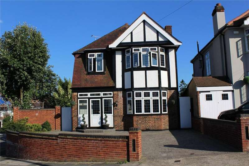 4 Bedrooms Detached House for sale in Parkland Avenue, Marshalls Park, Romford, RM1