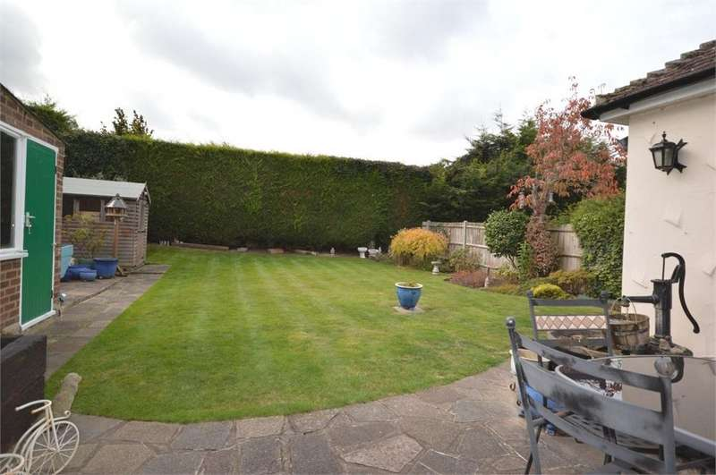 3 Bedrooms Detached Bungalow for sale in Orchard Close, New Barn