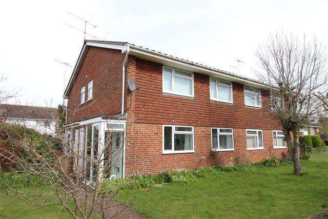 2 Bedrooms Flat for sale in Vancouver Close, Durrington, Worthing, West Sussex, BN13 2SH