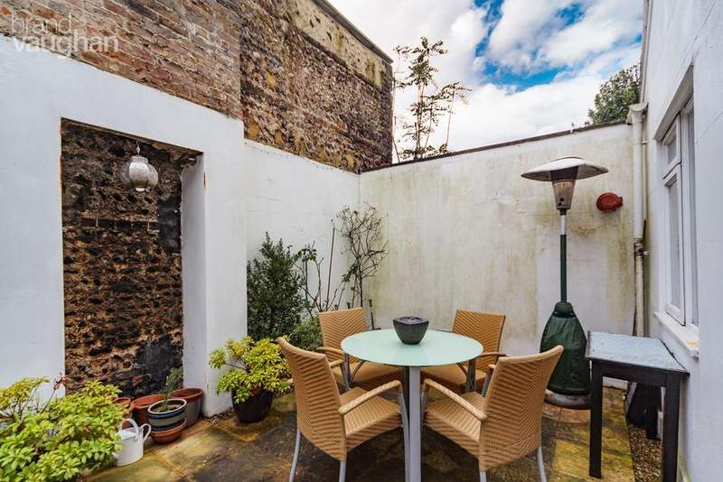 2 Bedrooms Maisonette Flat for sale in Compton Avenue, Brighton, BN1