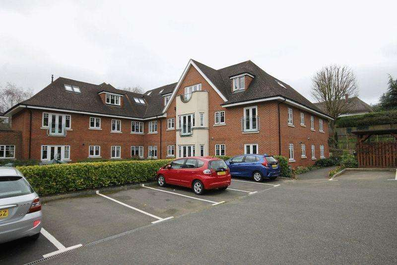 2 Bedrooms Retirement Property for sale in FETCHAM/LEATHERHEAD