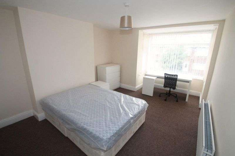 4 Bedrooms Flat for rent in Chillingham Road, Newcastle Upon Tyne