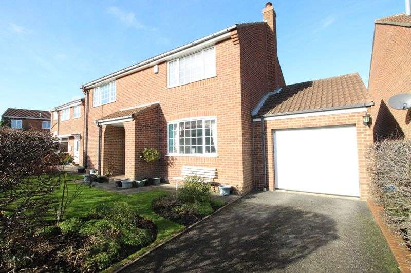 4 Bedrooms Detached House for sale in Hovingham Drive, Scarborough