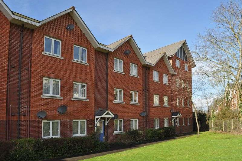 2 Bedrooms Flat for sale in St Davids