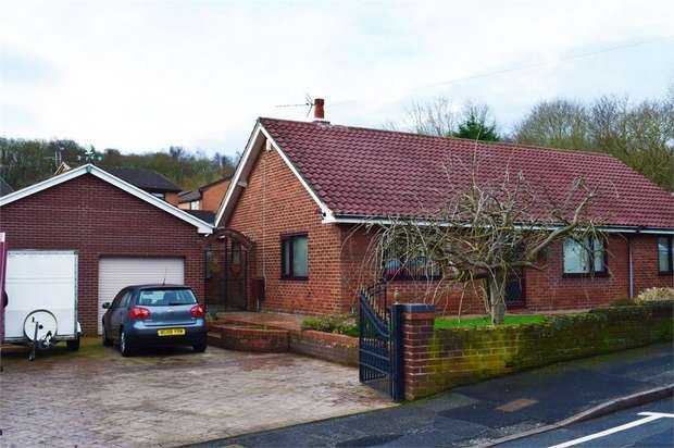 3 Bedrooms Detached House for sale in St Albans Road, Tanyfron, Wrexham