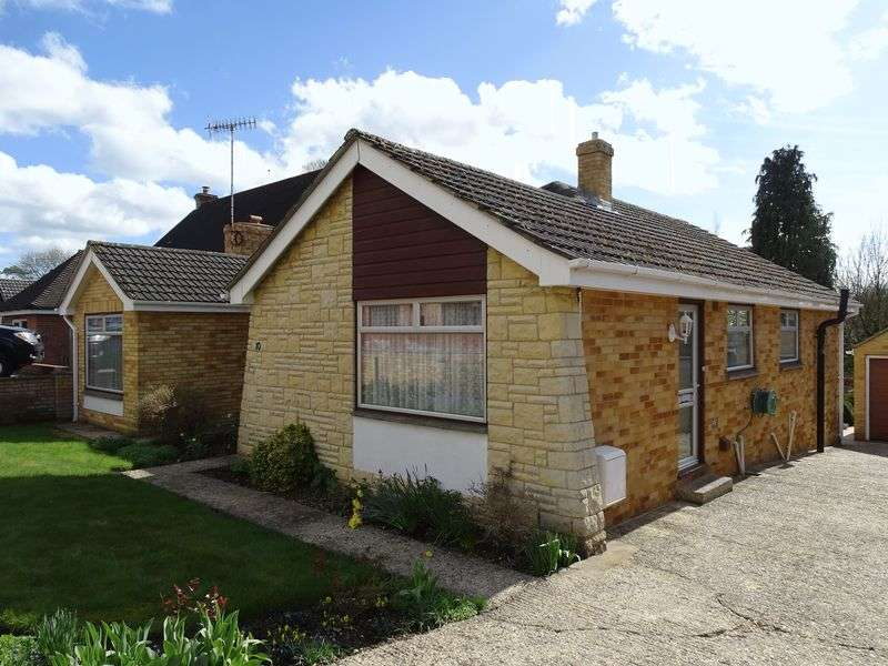3 Bedrooms Detached Bungalow for sale in Southbourne Close, Porton