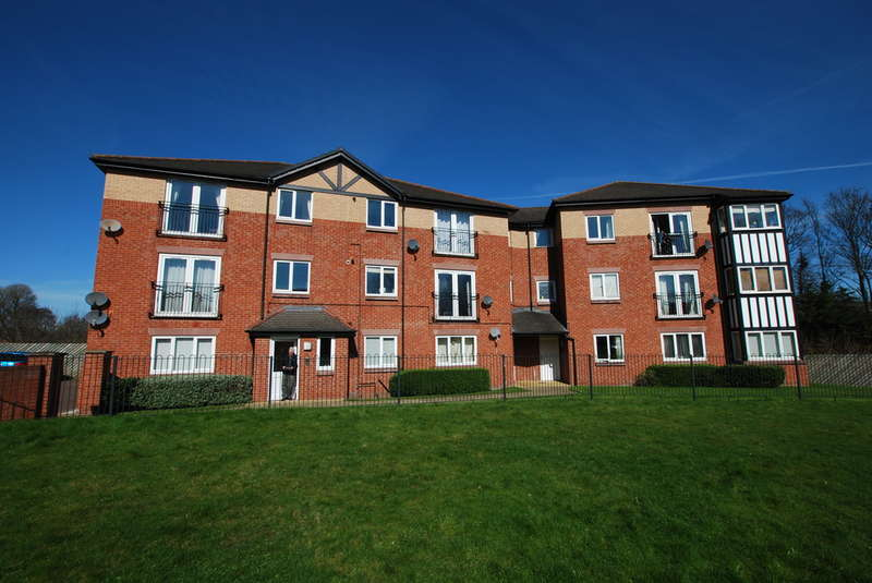 2 Bedrooms Ground Flat for sale in Chesterton Court, Chester