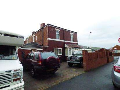 3 Bedrooms Semi Detached House for sale in Newton Street, Southport, Lancashire, Uk, PR9
