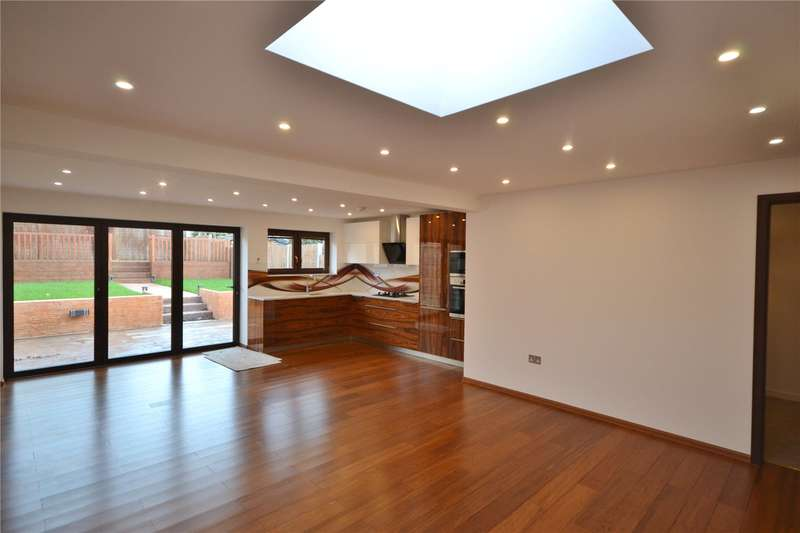 3 Bedrooms Semi Detached Bungalow for sale in Swan Lane, London, N20
