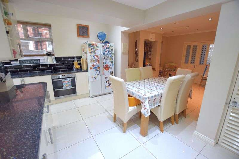 4 Bedrooms Semi Detached House for sale in Boultham Park Road, Lincoln