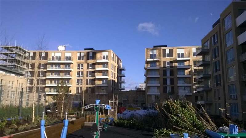 2 Bedrooms Property for sale in Discovery Tower, Canning Town, London, E16
