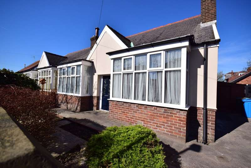 3 Bedrooms Semi Detached Bungalow for sale in Knowles Road, LYTHAM ST ANNES, FY8
