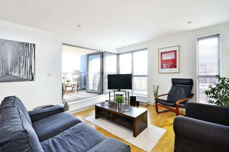 2 Bedrooms Flat for sale in Church Street East, Woking, GU21