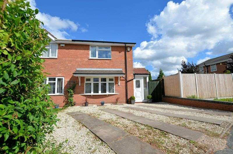 3 Bedrooms Semi Detached House for sale in Sefton Grove, Tipton