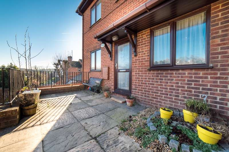 2 Bedrooms Flat for sale in Totteridge Avenue, High Wycombe, Buckinghamshire, HP13