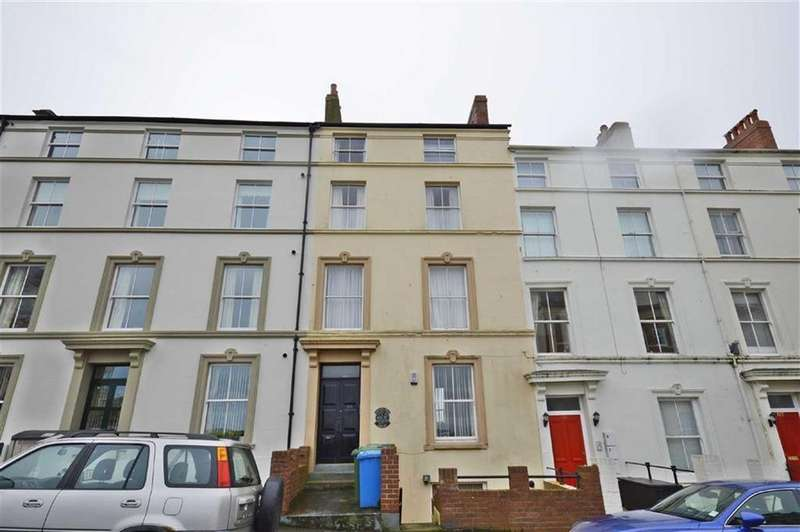 2 Bedrooms Flat for sale in Castle Road, Scarborough