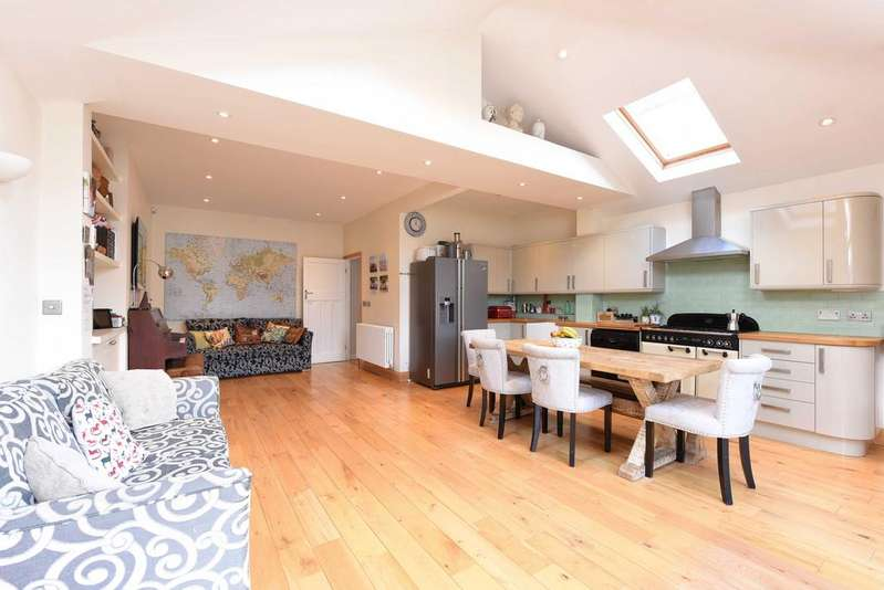 5 Bedrooms Terraced House for sale in Sutherland Grove, SW18
