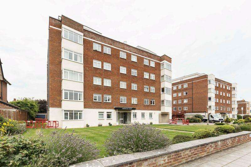 2 Bedrooms Apartment Flat for sale in Craneswater Park, Southsea