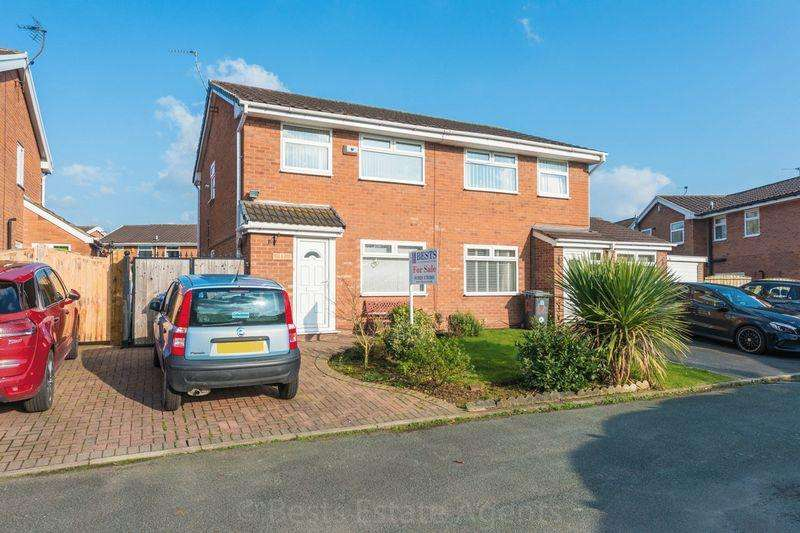 3 Bedrooms Semi Detached House for sale in Hawkshead Close, Runcorn