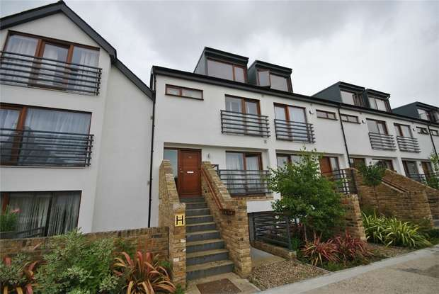 1 Bedroom Maisonette Flat for sale in Third Cross Road, Twickenham