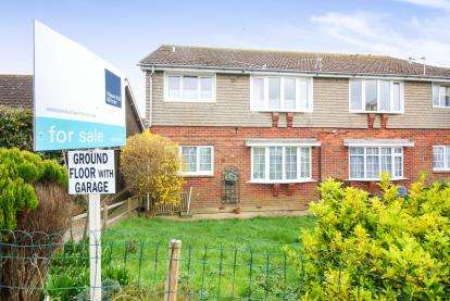 2 Bedrooms Flat for sale in Freshwater, Isle Of Wight, Freshwater
