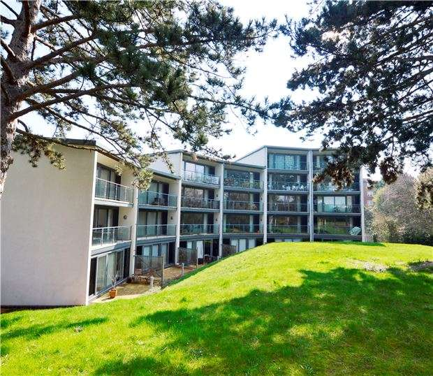 2 Bedrooms Flat for sale in The Crescent, Gloucester Road, CHELTENHAM, Gloucestershire, GL51 8PF