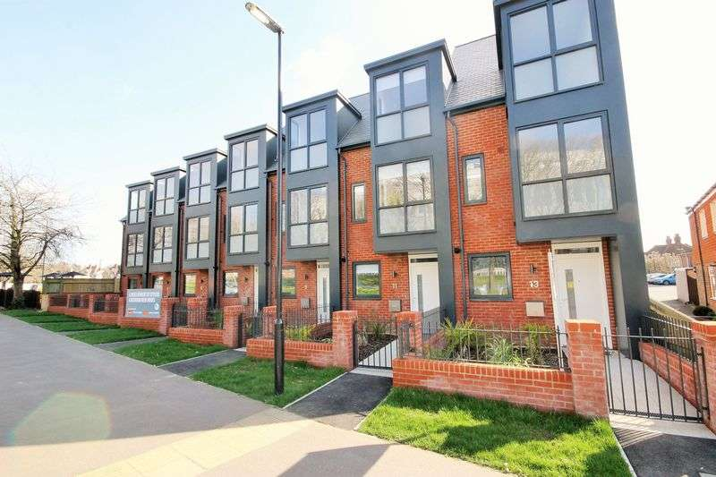 4 Bedrooms House for sale in Queen Elizabeth Avenue, Burgess Hill, West Sussex