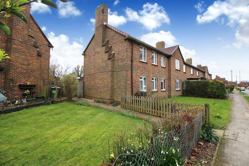 2 Bedrooms Flat for sale in Sullington Mead, Broadbridge Heath