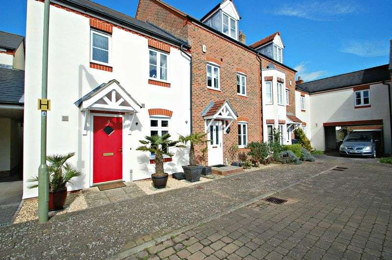 3 Bedrooms Semi Detached House for sale in Hobbs Square, PETERSFIELD, Hampshire