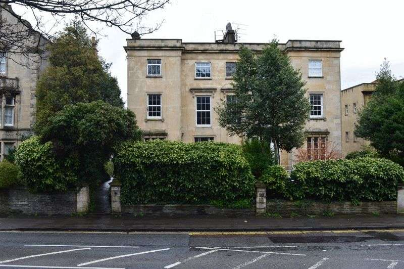 2 Bedrooms Flat for sale in Cotham Road, Cotham