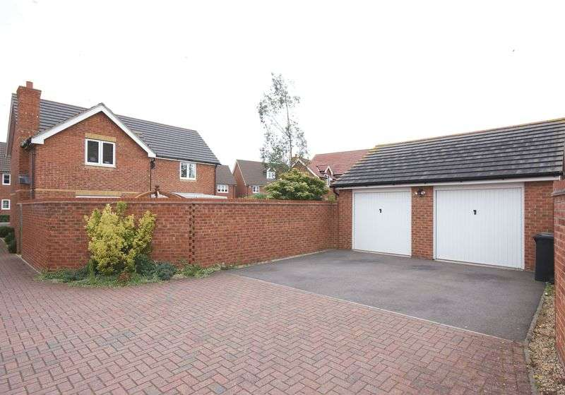 4 Bedrooms Detached House for sale in Magister Drive, Lee-On-The-Solent, PO13