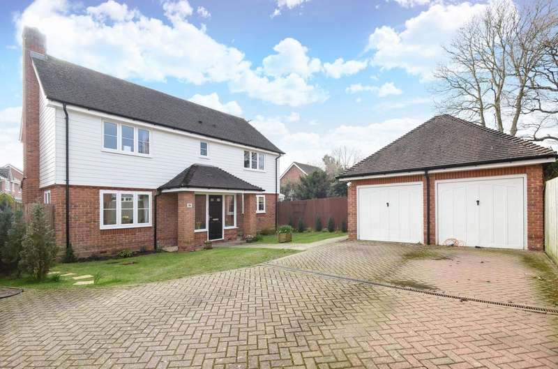 4 Bedrooms Detached House for sale in Warren Drive, Southwater, RH13