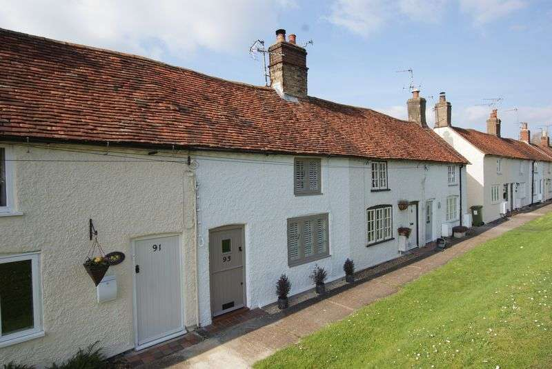 2 Bedrooms Terraced House for sale in Tring Road WENDOVER, BUCKINGHAMSHIRE