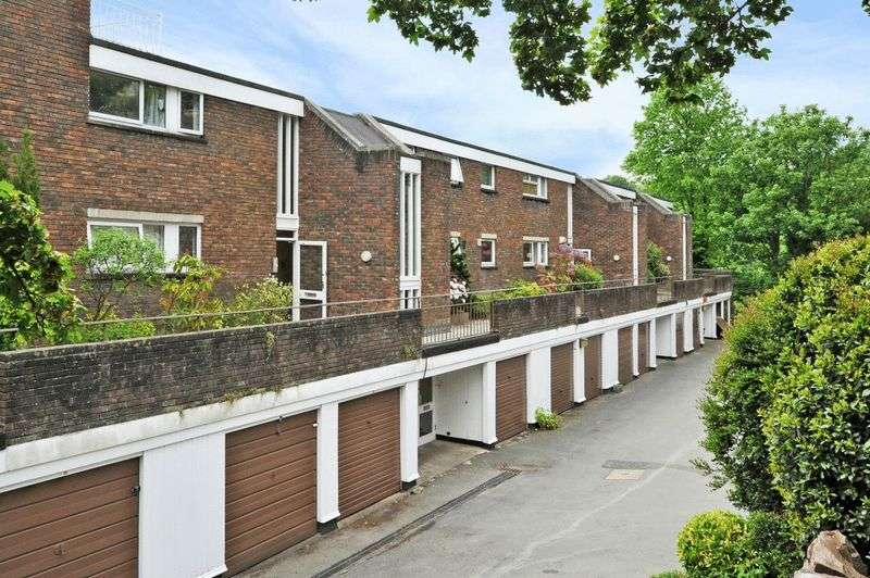 2 Bedrooms Flat for sale in Victoria Terrace, Clifton