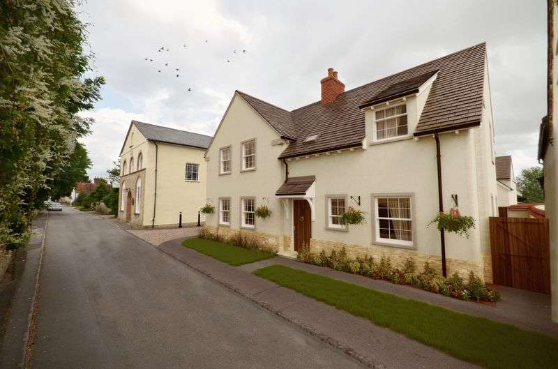 3 Bedrooms Semi Detached House for sale in Waggoners Court, Haddenham,