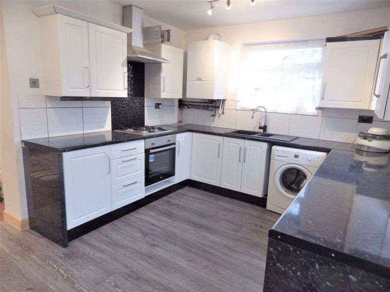 5 Bedrooms Semi Detached House for sale in Walcot Avenue, Luton