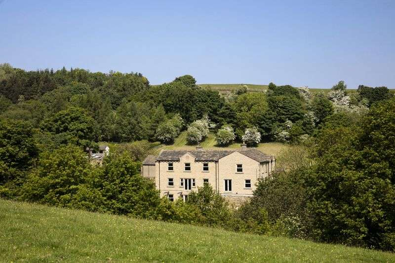5 Bedrooms Property for sale in Wolfstones Hall Farm, Wolfstones Road, Holmfirth