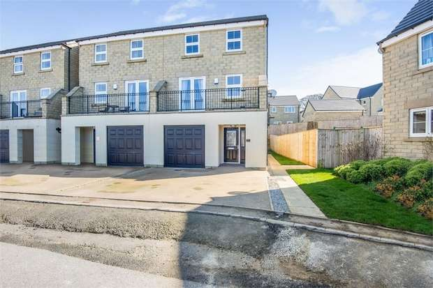 4 Bedrooms Semi Detached House for sale in Sycamore Green, Wilsden, Bradford, West Yorkshire
