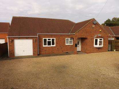 3 Bedrooms Bungalow for sale in Pump Lane, Saltfleet, Louth