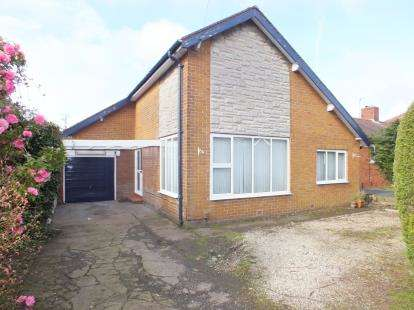 3 Bedrooms Bungalow for sale in Levens Drive, Clayton-Le-Woods, Chorley