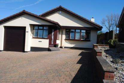 3 Bedrooms Bungalow for sale in Salisbury Drive, Dukinfield, Greater Manchester, United Kingdom